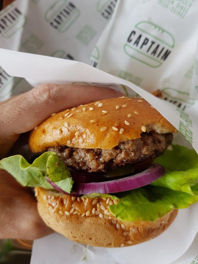המבורגר ללא גלוטן קפטן בירושלים. צילום: דביר בר