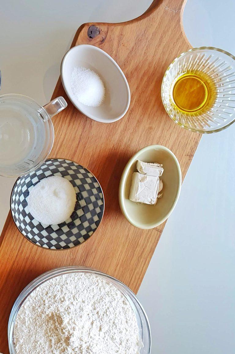 המרכיבים ללחמניות ללא גלוטן. צילום: דביר בר