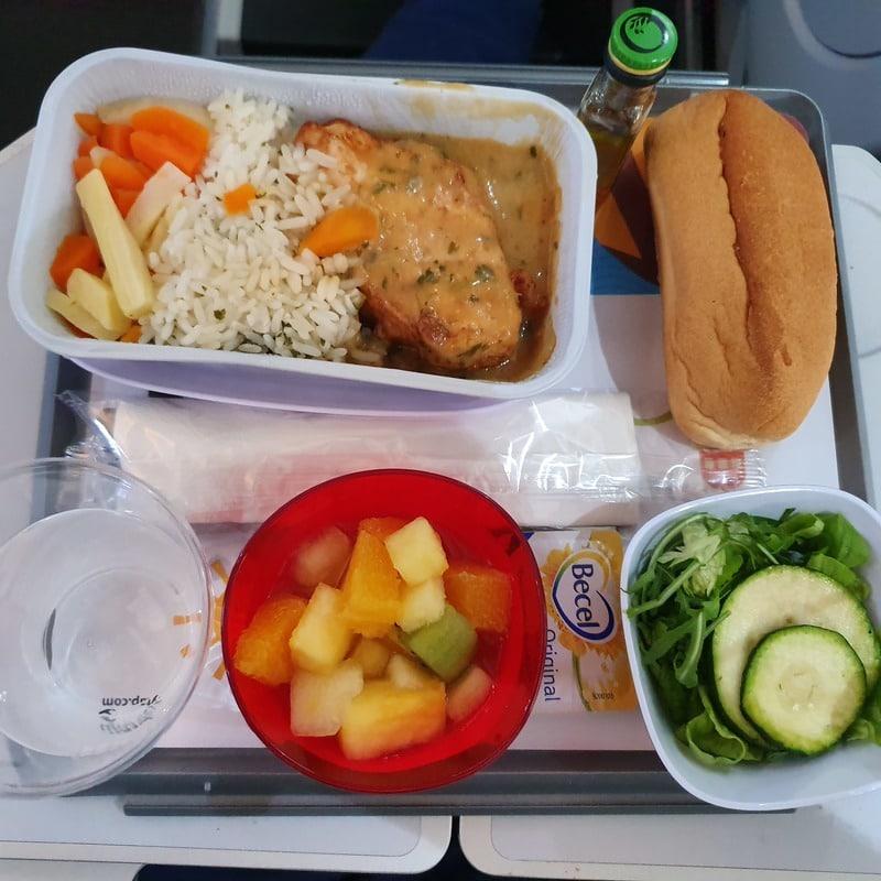מנה ללא גלוטן בטיסת Tap מפורטוגל לישראל. צילום: דביר בר